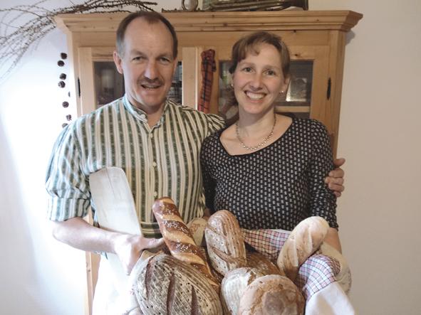 Familie Pfaffinger mit Brotkorb – Kopie